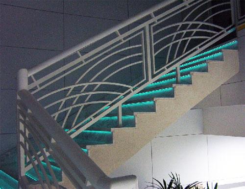 Marches d'escaliers électroluminescentes et veilleuses