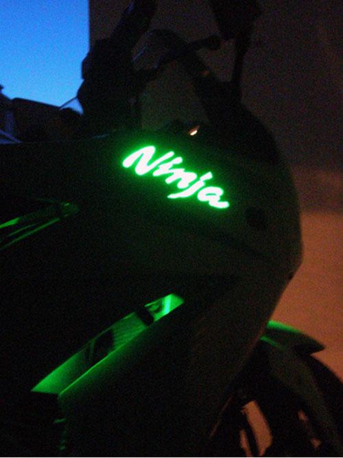 GSXR CBR Ducati: logo lumineux et adhésifs personnalisables