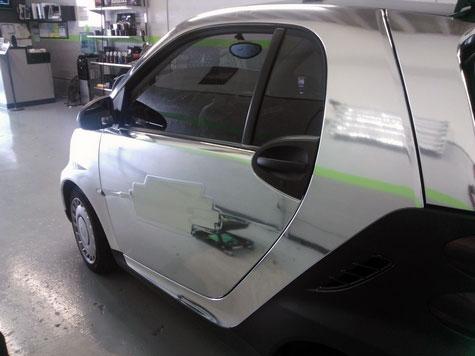 Smart chromée et panel néon éteint. Valable pour les numéros de course
