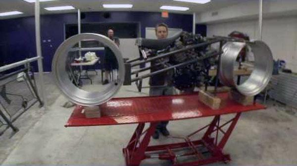Construction de la moto du film Tron