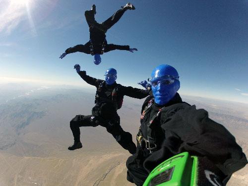 Blue Man Group au dessus du Grand canyon